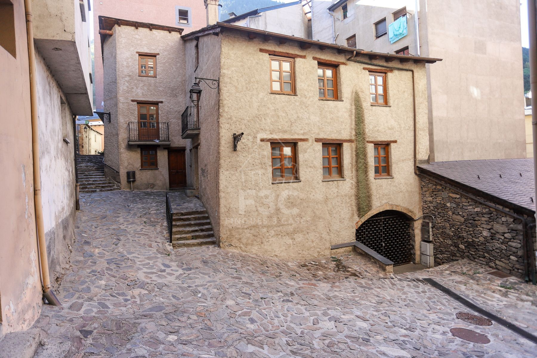 Typical Andorran house for sale in the Historic Center of Engordany.