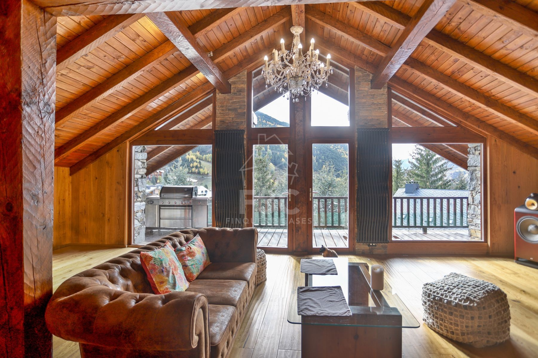 Exclusive mountain chalet for sale in front of the Grandvalira ski resort.