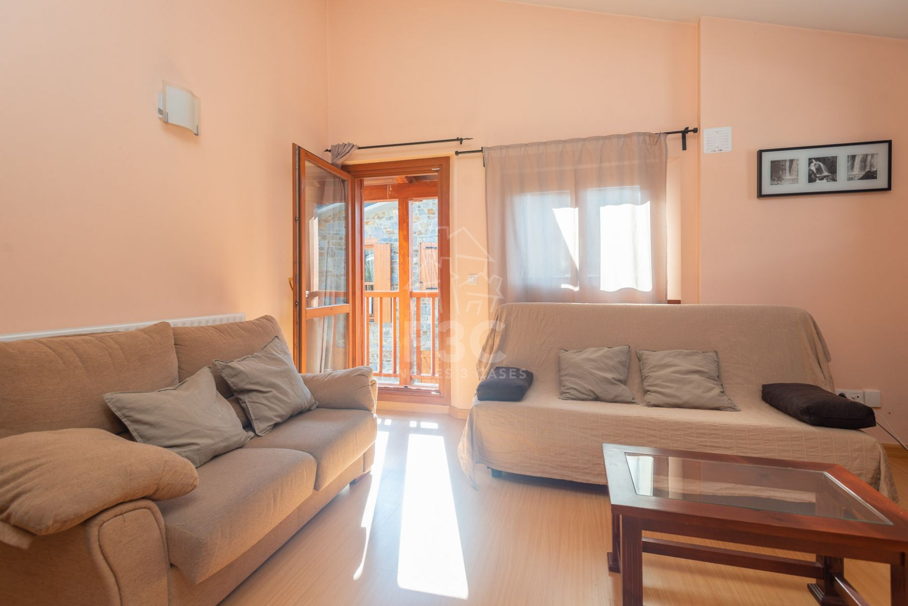 Elegant apartment for purchase in Soldeu